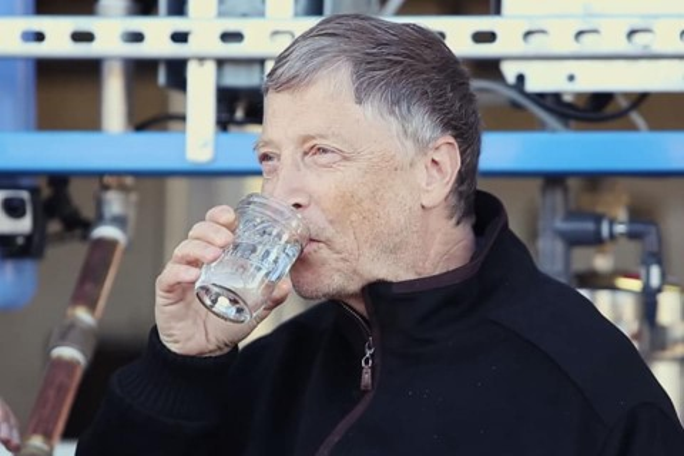 Imagem de Bill Gates tomou: máquina transforma cocô em água limpa em 5 minutos no site TecMundo