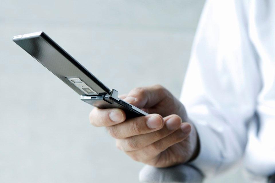 Imagem de Entenda por que os japoneses ainda amam os celulares com flip no site TecMundo
