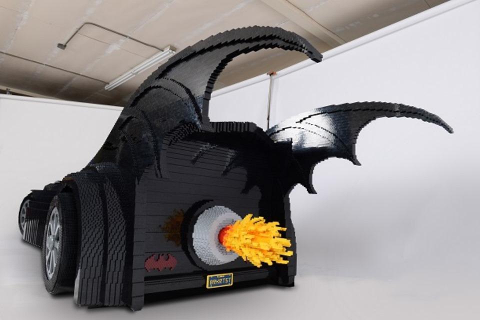 Imagem de Confira um incrível Batmóvel feito com 500 mil peças de LEGO no tecmundo