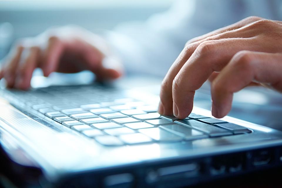 Imagem de Como está o seu internetês? Conheça a linguagem utilizada no mundo online no site TecMundo
