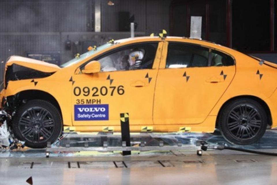 """Imagem de Volvo pretende fazer carros """"à prova de morte' até 2020 no tecmundo"""