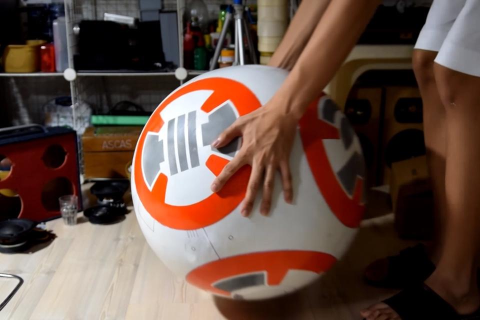 Imagem de Garoto recria robô BB-8 de Star Wars com menos de US$ 100 e faz tutorial no tecmundo