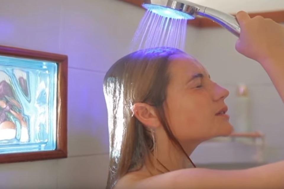 Imagem de Chuveiro inteligente Hydrao muda de cor de acordo com gasto de água no tecmundo