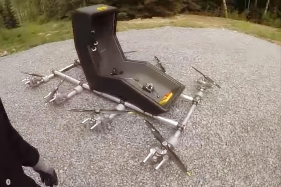Imagem de Suíço constrói cadeira voadora com oito hélices [vídeo] no tecmundo