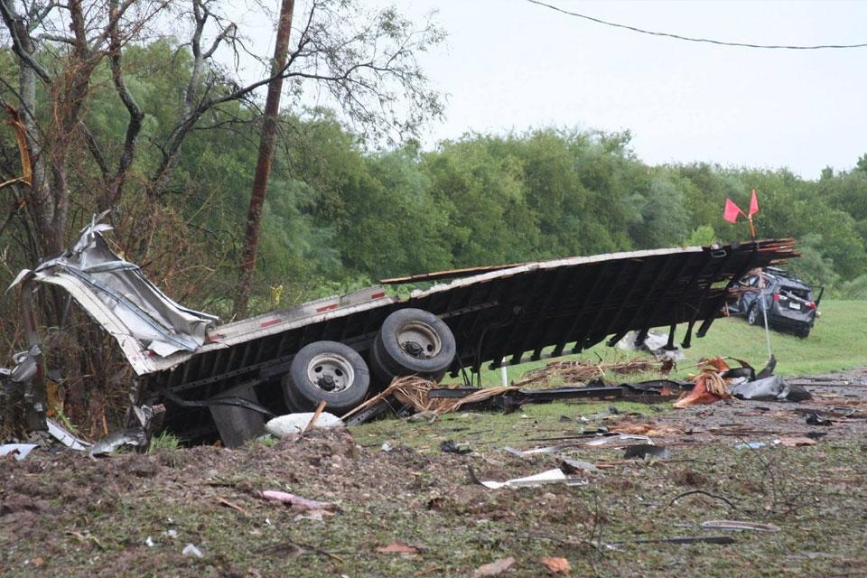 Imagem de Caminhão carregado com peças de airbag explode nos EUA no tecmundo