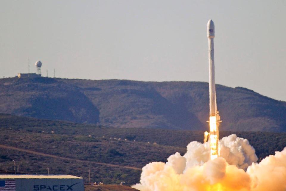 """Imagem de Explosão do Falcon 9: internet vai à loucura com hipótese de """"ataque alien"""" no tecmundo"""