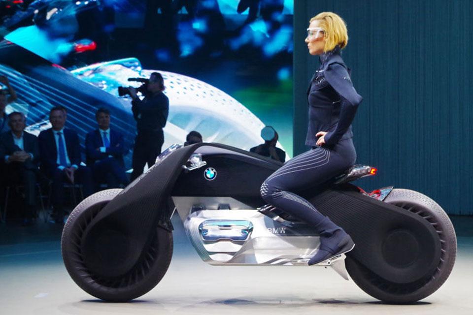 Imagem de Moto conceito da BMW é tão segura que dispensa até o uso de capacete no tecmundo