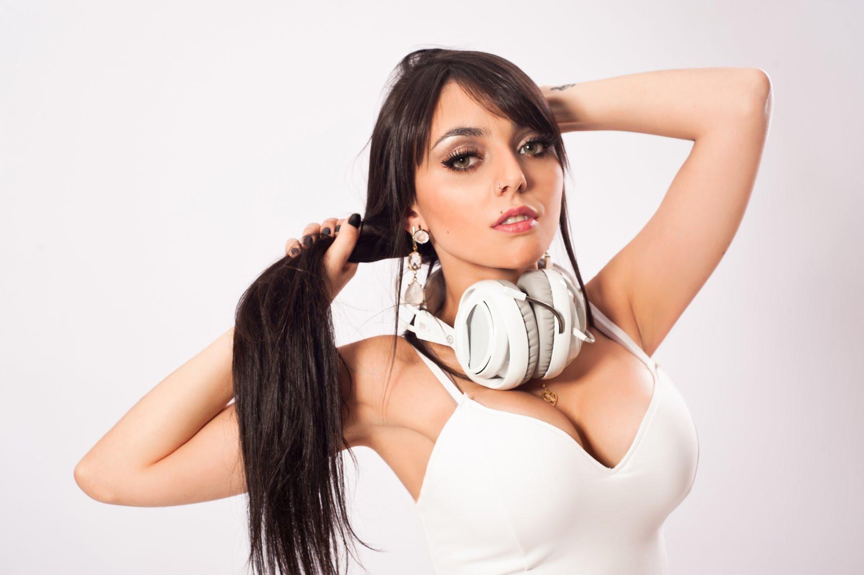 Imagem de Público elege capa da Playboy com Nyvi Estephan; confira a escolha no tecmundo
