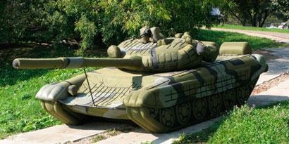Imagem de Fundador do Megaupload tinha um tanque de guerra inflável no jardim no site TecMundo