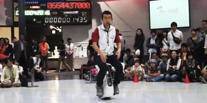 Imagem de Honda faz demonstração do monociclo Uni-Club em Tóquio [vídeo] no site TecMundo