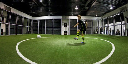 Imagem de Footbonaut: a máquina de treinamento do Borussia Dortmund no site TecMundo