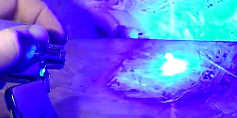 Imagem de Laser construído dentro de isqueiro queima praticamente qualquer objeto no site TecMundo