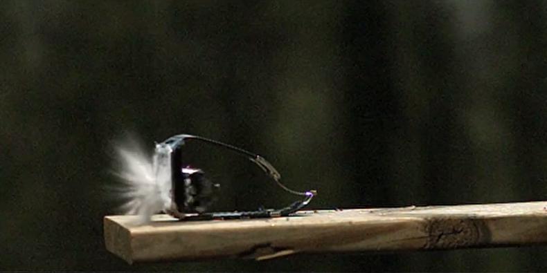 Imagem de É hora de ver um Samsung Gear 2 sendo destruído por uma pistola [vídeo] no site TecMundo