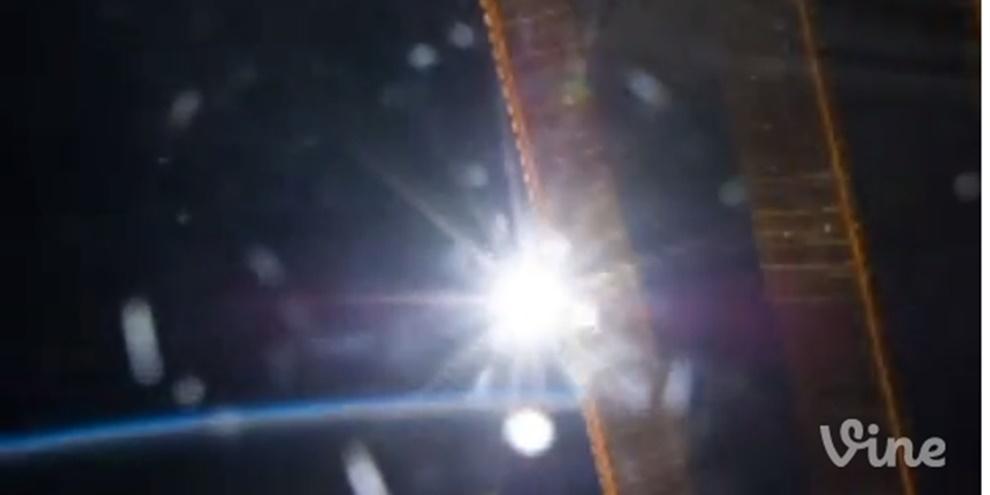 Imagem de O primeiro Vine do espaço mostra a divisão do dia e da noite na Terra no site TecMundo