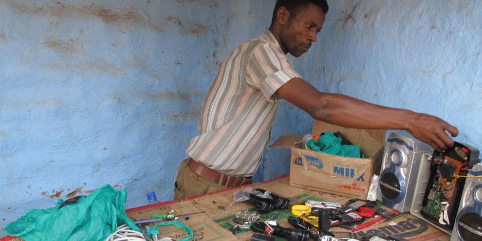 Imagem de Refugiado ganha a vida na África com um velho PlayStation 2 no site TecMundo