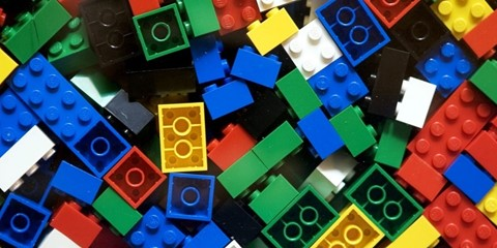 Imagem de Castelo criado com peças de LEGO se torna um mecha gigante [vídeo] no site TecMundo