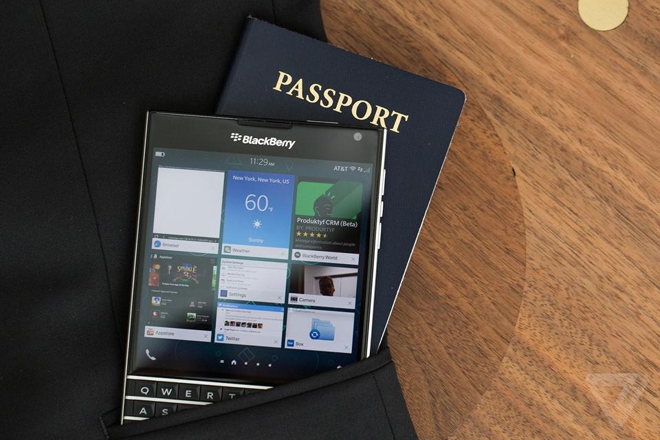 Imagem de Hands-on: experimentamos o Passport, novo aparelho da BlackBerry no site TecMundo