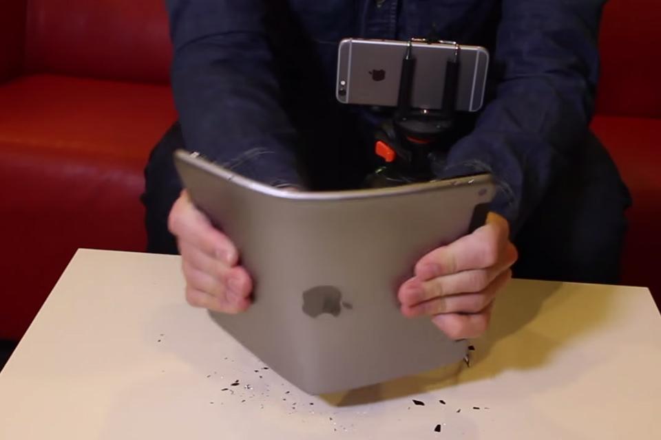 Imagem de Outra vez: vídeo mostra que iPad Air 2 também entorta  no site TecMundo