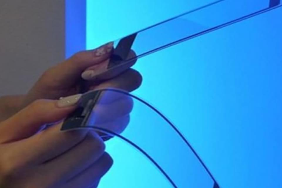Imagem de Kyocera Proteus: o smartphone-conceito superdobrável que vira smartwatch no site TecMundo