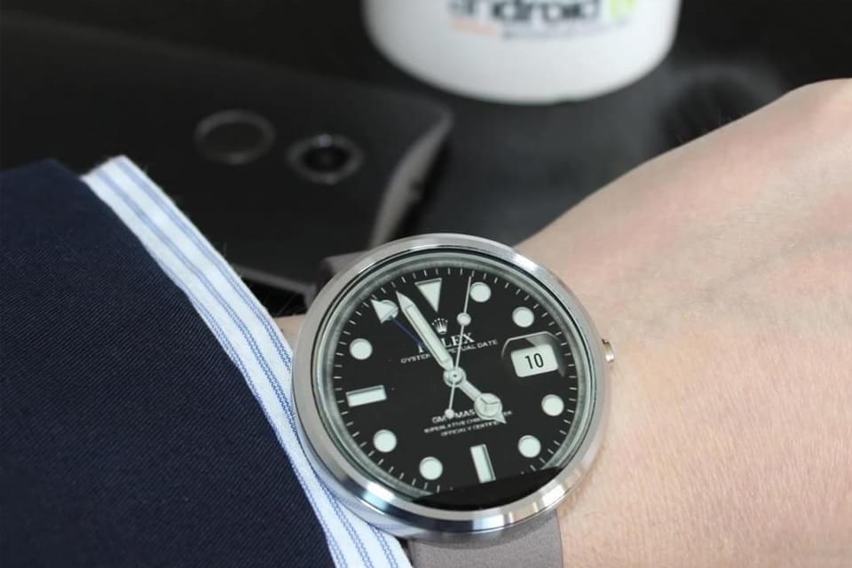 """Imagem de Marcas de relógios de luxo estão """"caçando temas piratas"""" para Android Wear no site TecMundo"""