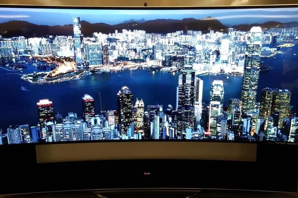 Imagem de LG entra na brincadeira e lança TV monstruosa de 105 polegadas a R$ 300 mil no site TecMundo