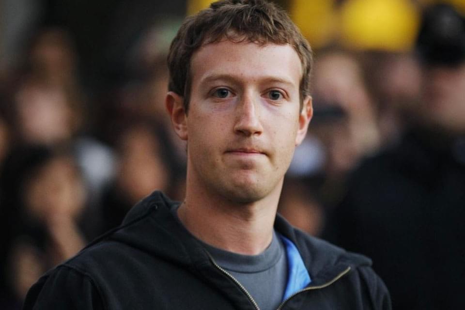 Imagem de Zuckerberg se torna alvo de milhares de memes brasileiros no Facebook no site TecMundo