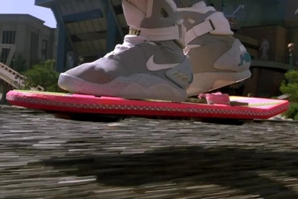 """Imagem de Nike de """"De Volta Para o Futuro II"""" com cadarço eletrônico chegará em 2015 no site TecMundo"""