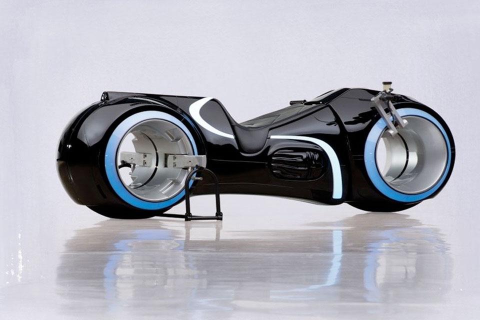 Imagem de Moto de 'Tron' existe de verdade e pode ser sua por R$ 125 mil no site TecMundo