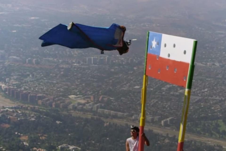 Imagem de Chileno mostra precisão total em salto alucinante com traje de voo [vídeo] no tecmundo