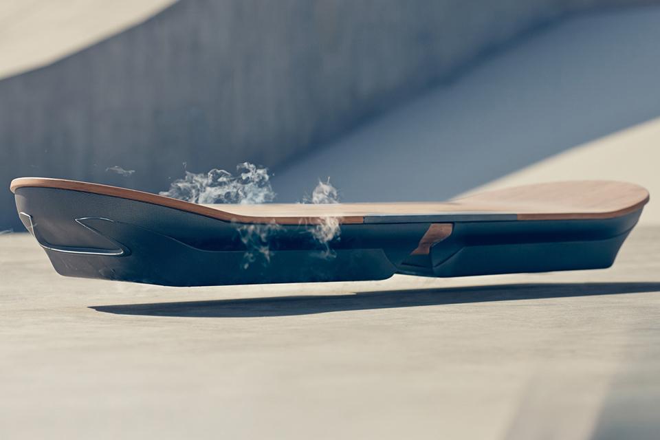 Imagem de Sim, o hoverboard é real: veja em vídeo o skate voador da Lexus no tecmundo