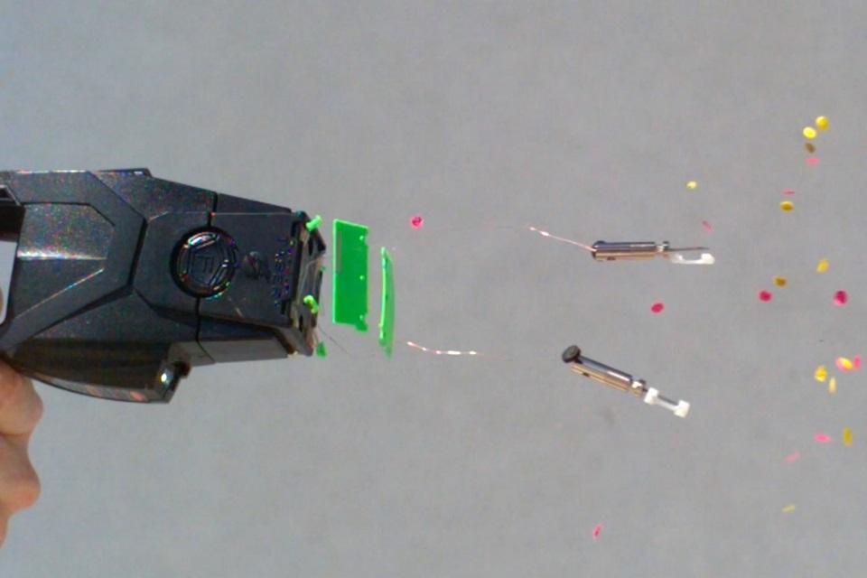 Imagem de Veja em câmera lenta o disparo de um taser no corpo humano [vídeo] no tecmundo