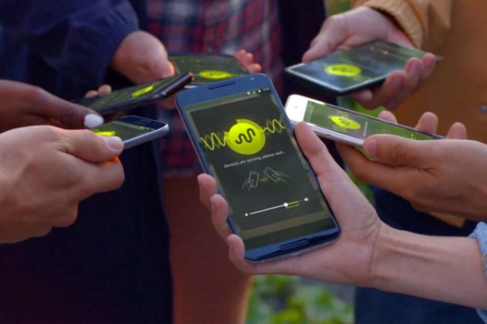 Imagem de Aplicativo sincroniza smartphones para tocarem a mesma música [vídeo] no tecmundo