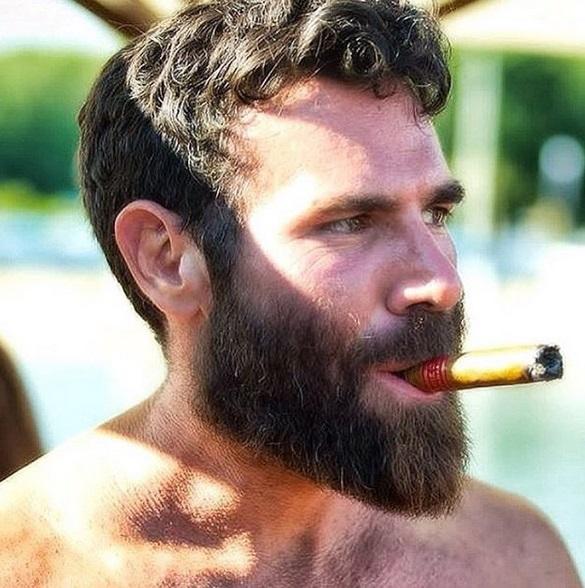 27aad4a74 Dan é dublê e ator em formação. Ele filmou cenas perigosas de Gerard Butler  em