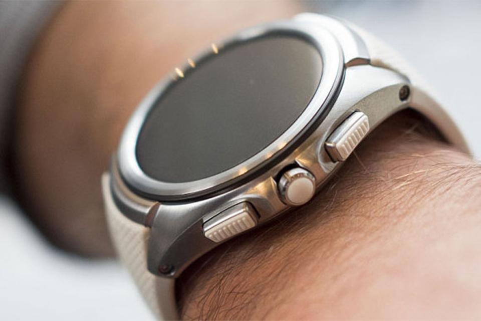 Imagem de Defeito na tecnologia da tela faz LG cancelar o LG Watch Urbane LTE no tecmundo
