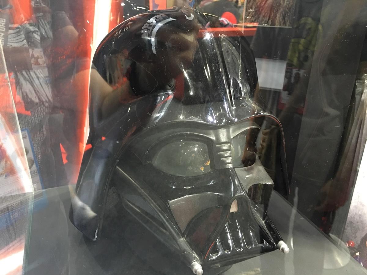 """Imagem de Wow! Essa fantasia ostentação do Darth Vader é f*da e custa """"só"""" R$ 9 mil no tecmundo"""