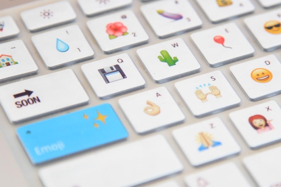 Imagem de Windows 10: ative o teclado virtual e use emojis para escrever mensagens no tecmundo