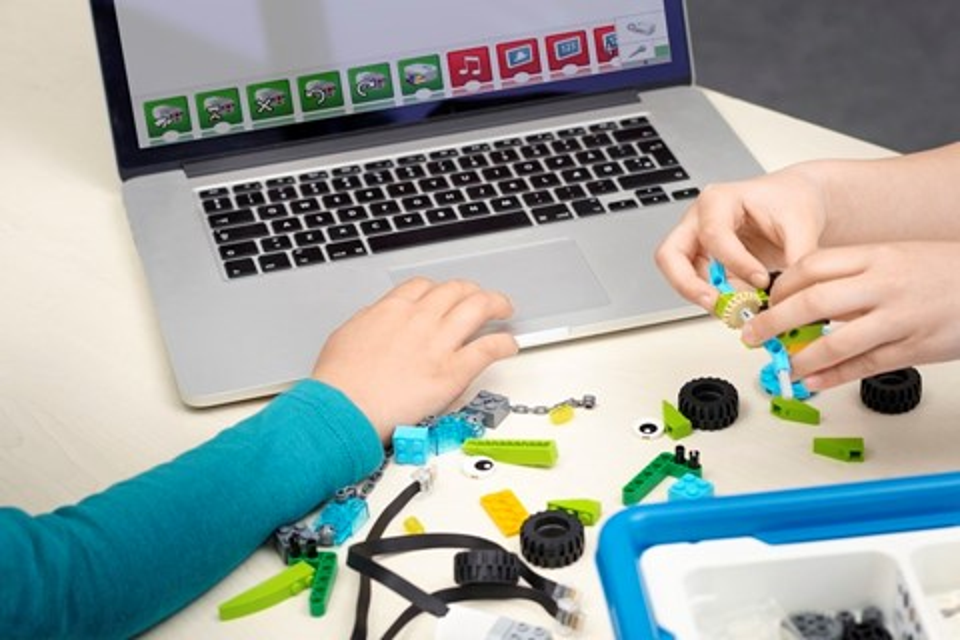 Imagem de Novo pacote de robótica da LEGO ensina robótica e programação para crianças no tecmundo