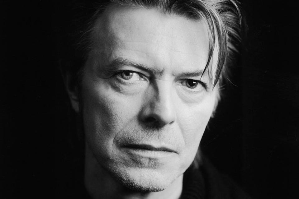 Imagem de David Bowie morre aos 69 anos; veja as reações na internet no tecmundo