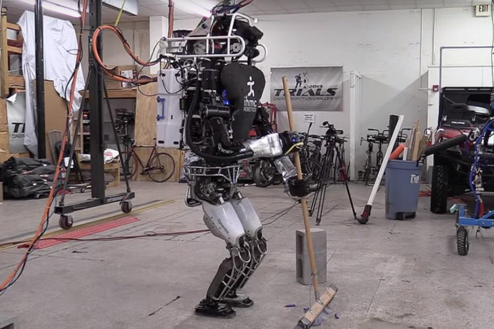 Imagem de Pesquisadores estão ensinando o androide humanoide Atlas a fazer faxina no tecmundo
