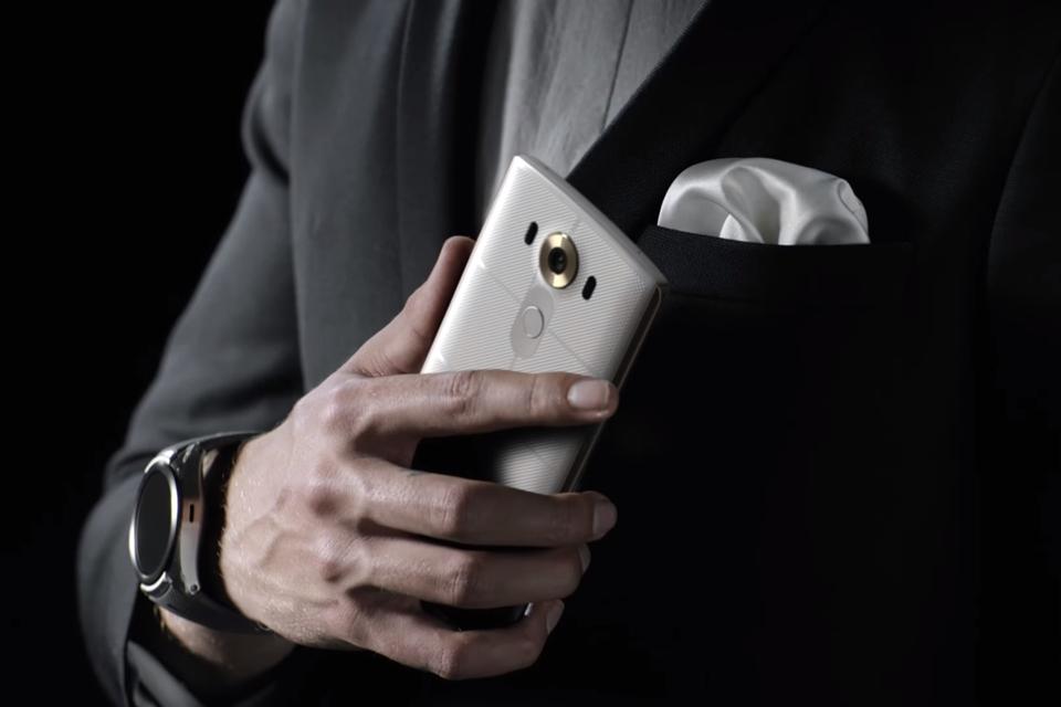 Imagem de LG V10 perde para rivais em vida de bateria, mas tem recarga mais rápida no tecmundo