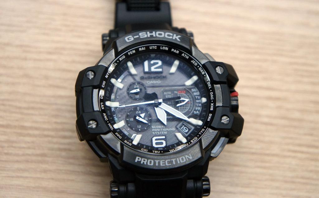 4e47fdf665a Isso é uma mão na roda para quem viaja muito e não gosta de ficar acertando  seu relógio manualmente sempre que entra ou sai de outro país.