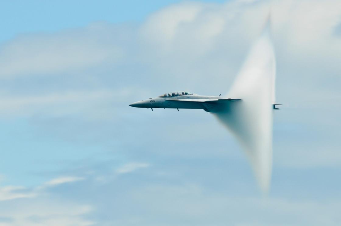 Imagem de Entenda o que é a barreira do som e como funcionam os aviões supersônicos no tecmundo