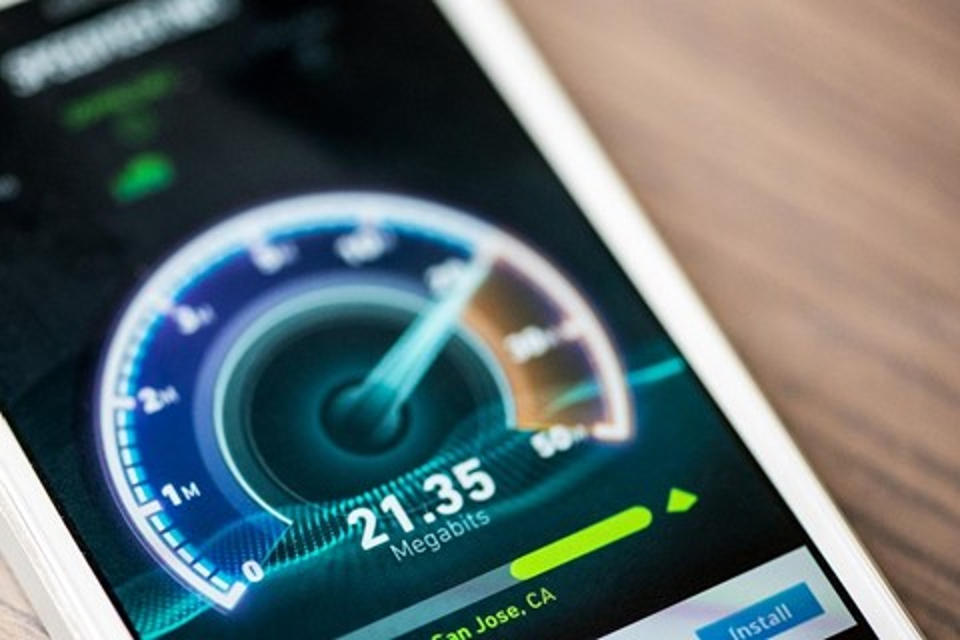 Imagem de Cliente cria bot que reclama com operadora sempre que a internet fica lenta no tecmundo