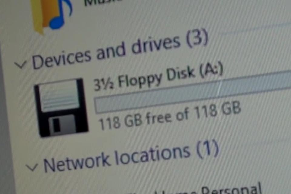 Imagem de A volta dos disquetes? Moder faz floppy com 120 GB de armazenamento [vídeo] no tecmundo
