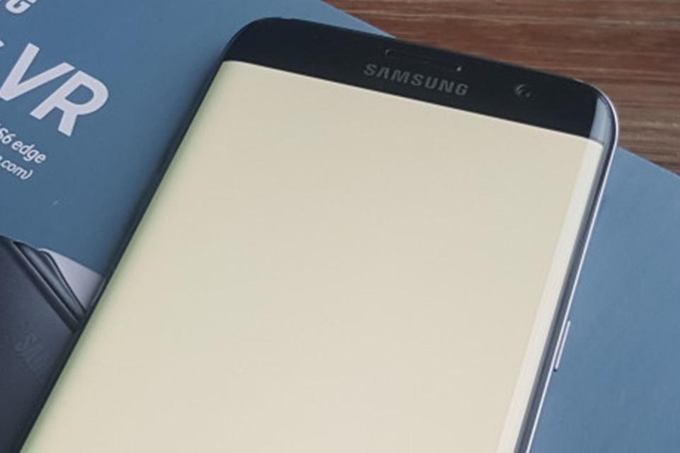 """Imagem de Galaxy S7 e S7 Edge possuem flash frontal ao """"estilo Snapchat"""" no tecmundo"""