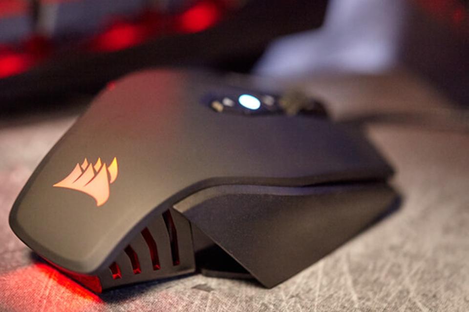 """Imagem de Corsair revela novo mouse gamer com botão """"sniper"""" que vai custar US$ 60 no tecmundo"""