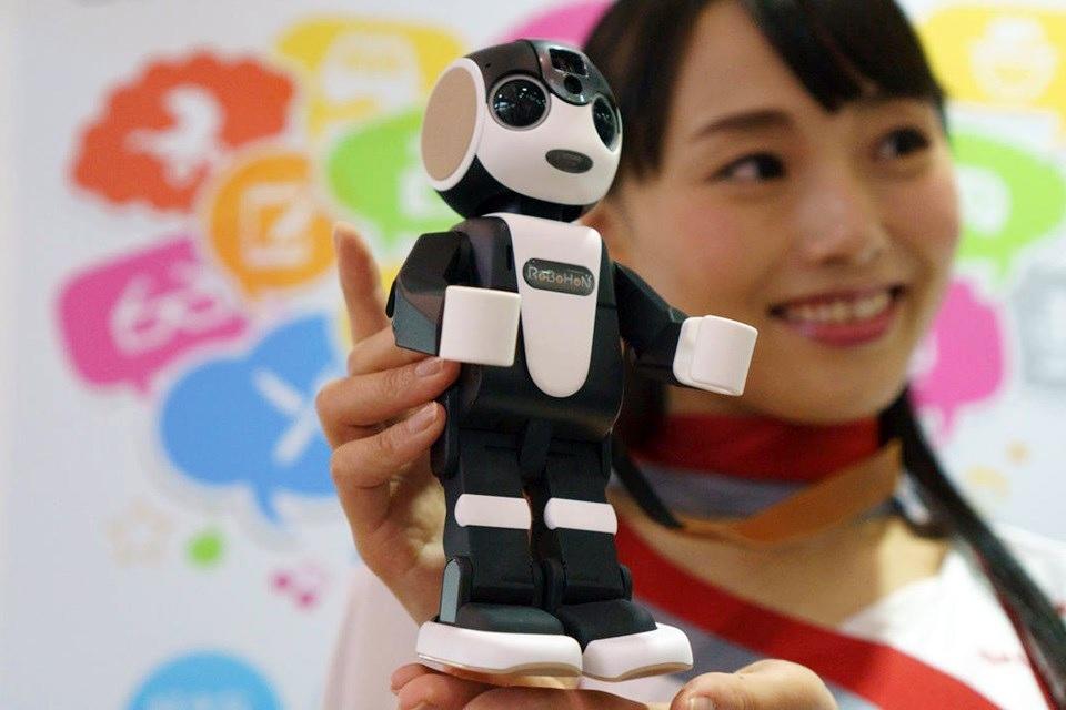 Imagem de Robô+smartphone! RoBoHon chega às lojas em maio no tecmundo