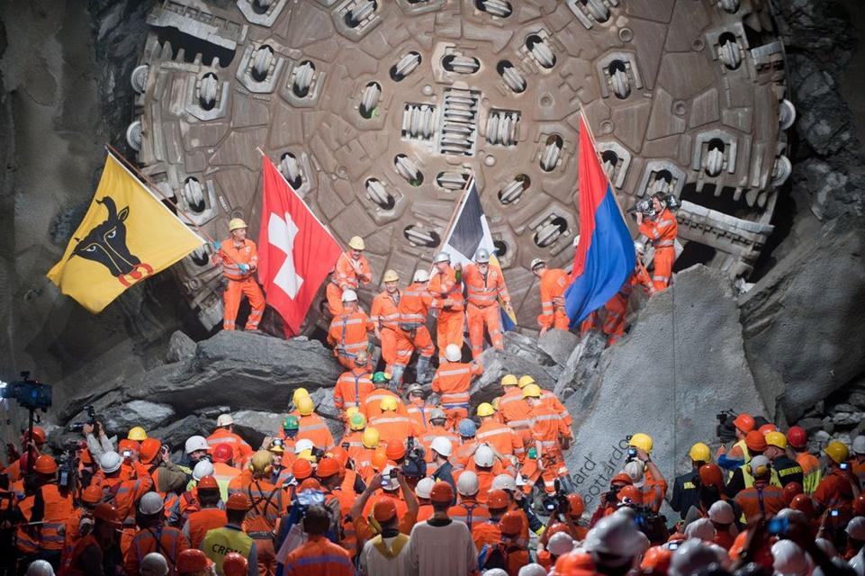 Imagem de O buraco é fundo: maior túnel subterrâneo do mundo é inaugurado na Suíça no tecmundo