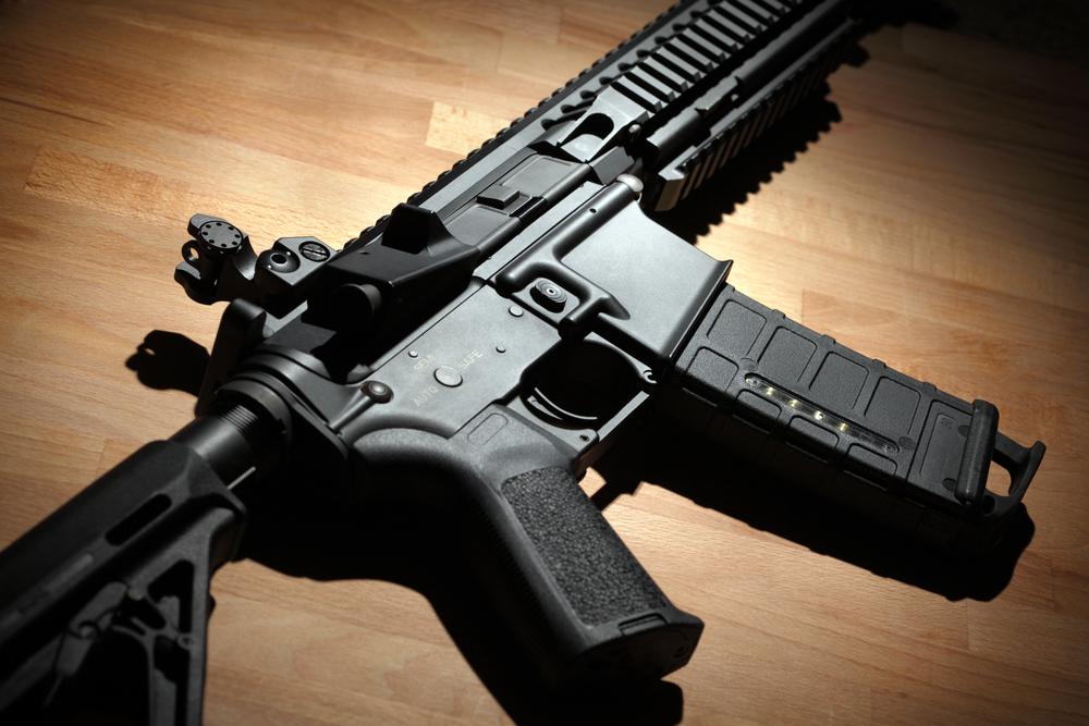 Imagem de É possível sobreviver a um tiro disparado por um rifle AR-15? no tecmundo