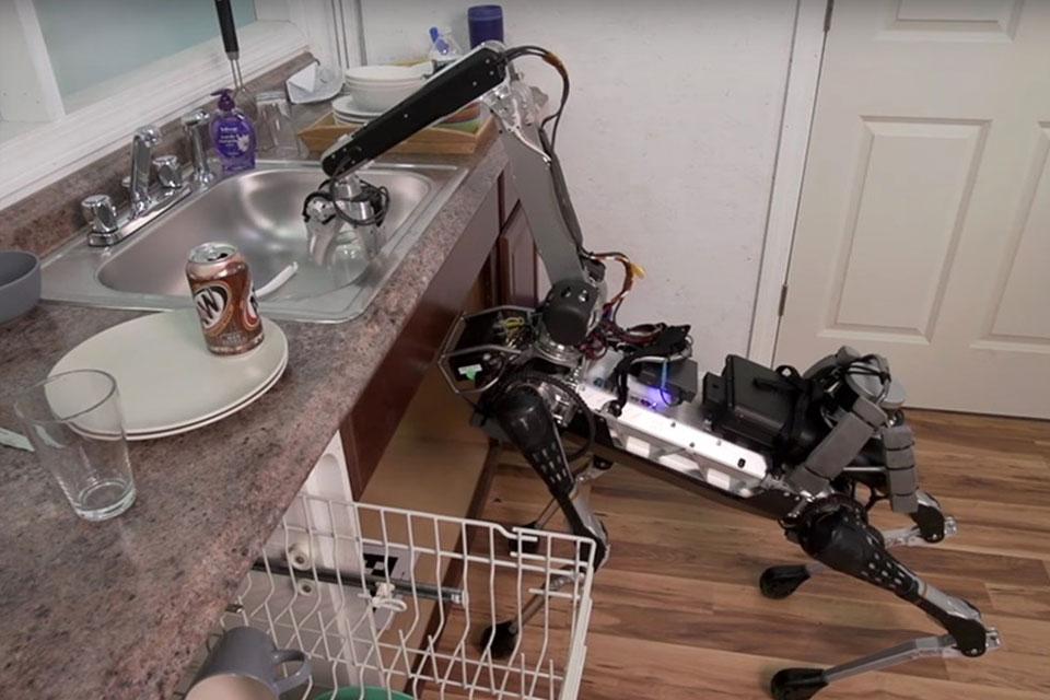Imagem de Boston Dynamics cria robô-cachorro bizarro que... Guarda a louça? no tecmundo